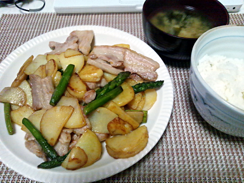 塩豚とアスパラガスと新ジャガイモのバター醤油炒め完成