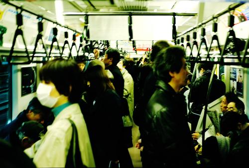 中途半端な混み具合の電車内