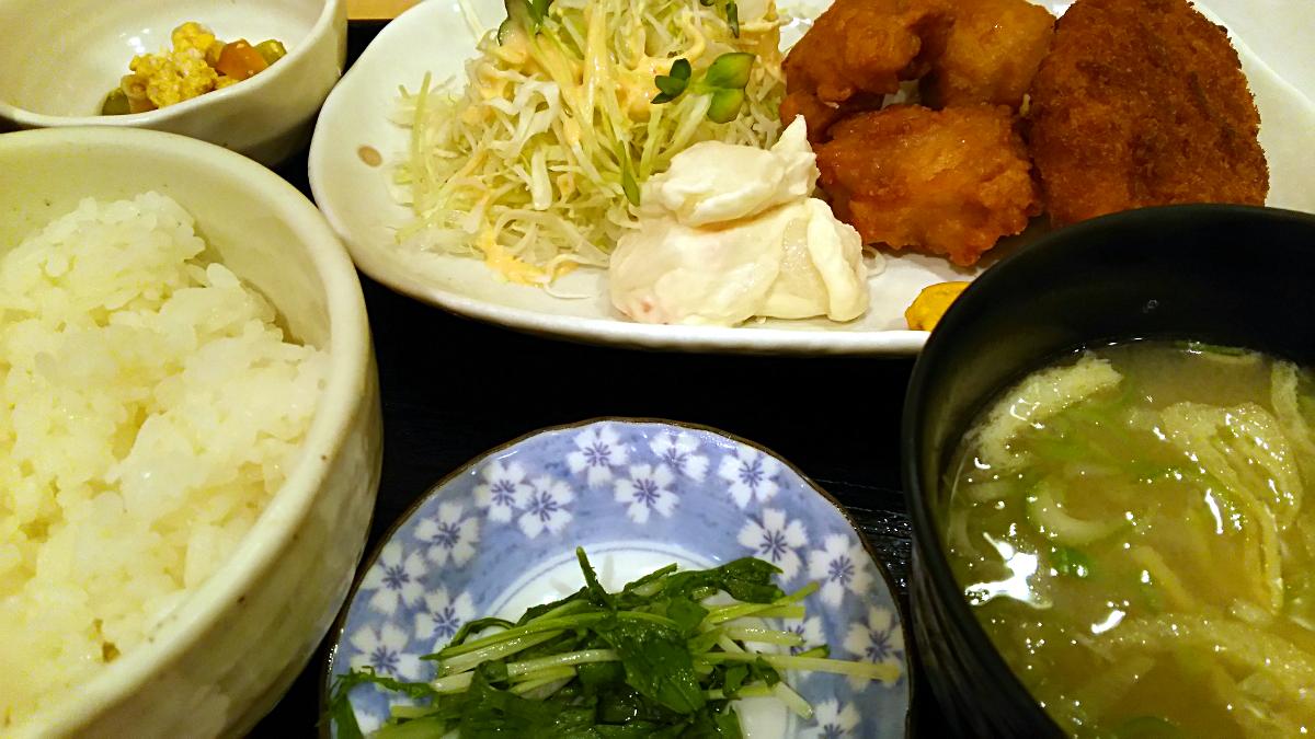 鶏のから揚げとコロッケ定食@笑助