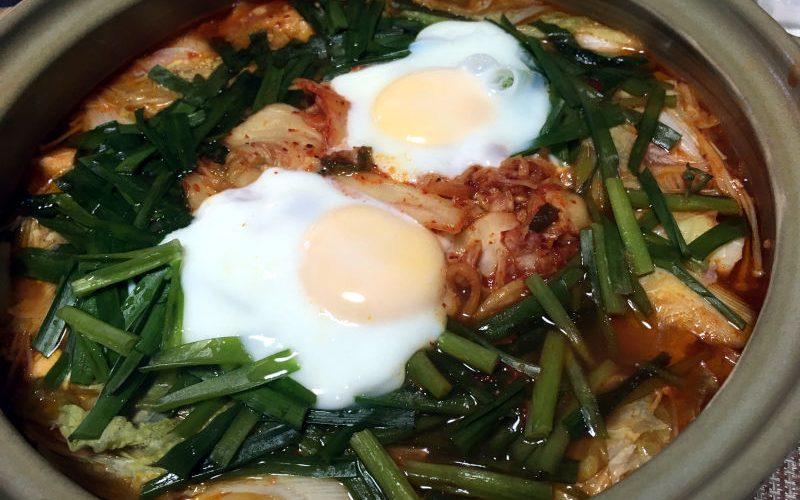 キムチ鍋を食べる