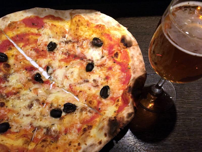 アンチョビとブラックオリーブのピザ@CONA