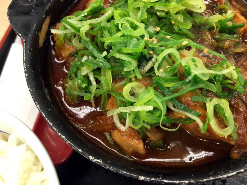 鶏と玉子の味噌煮込み鍋膳@松屋