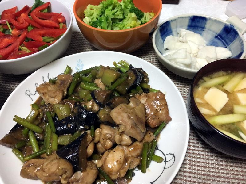 鶏肉の炒め物と副菜もろもろ