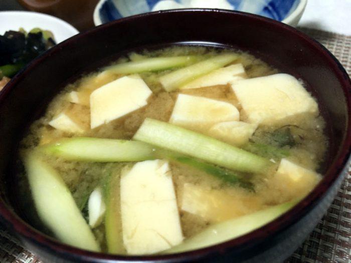 豆腐とアスパラガスの味噌汁