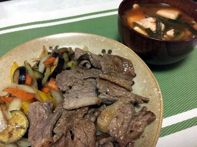 焼肉とキムチスープ