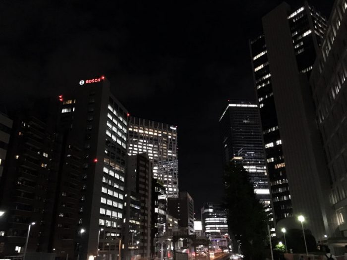 Googleが移転した渋谷ストリームを見上げる