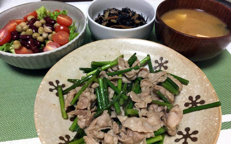 豚こま肉とにんにくの芽の炒め物