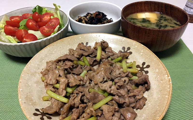 豚肉とにんにくの芽の炒め物