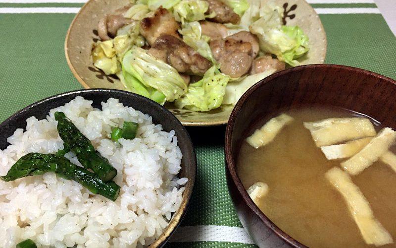 鶏もも肉とキャベツのガーリック炒め&アスパラガスの混ぜご飯