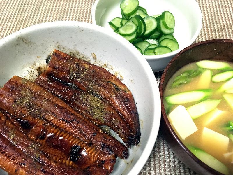 鰻丼とアスパラガスの味噌汁