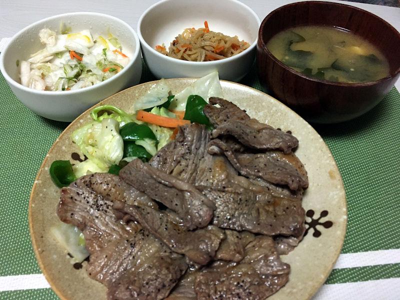 牛カルビ肉で焼肉
