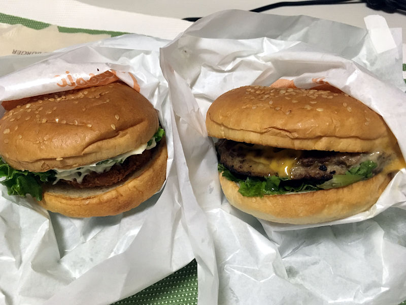 フィッシュバーガーとクラシックマッシュルームチーズバーガー