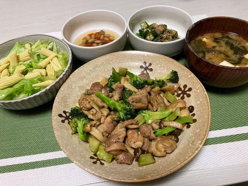 鶏肉とブロッコリーのガーリック炒め